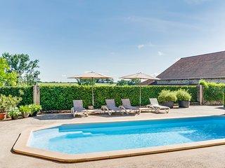 La Pacaudiere Chateau Sleeps 12 with Pool - 5049796