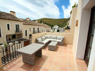 Spacious 3 Bedroom Townhouse Benehavis
