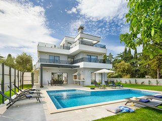 4 bedroom Villa with Pool and WiFi - 5584457