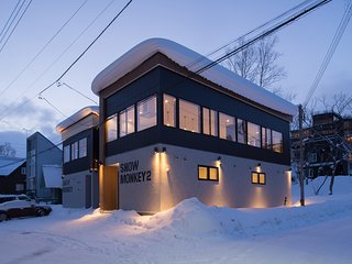 ★ Snow Monkey 2, 3bdr central Niseko, Fireplace + Netflix + Air-con ★