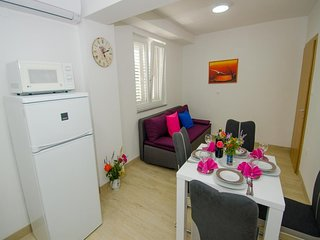 Apartments Vesela - Premium One Bedroom Apartment with Terrace and Partial Sea