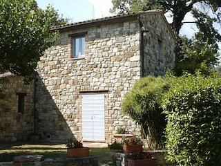 Todi, casa vacanze. Torreluca, casale in pietra, panoramico, con piscina