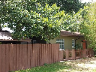 Nice Duplex Apt.- FALL Special Still Available! Great Location Near Downtown SP
