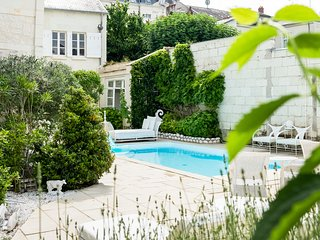 Bagneux Chateau Sleeps 8 with Pool and Air Con - 5504158