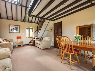 Mellors Holt, Weybourne - A Delightful Converted Barn Sleeping up to Four Guests