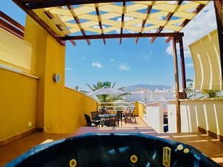 DESCUENTOS VERANO 2018!! Lindo apartamento con JACUZZI, TERRAZA, PISCINA y PLAYA
