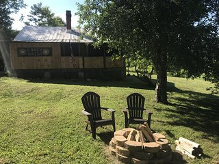 Crazy Daisy-  Hot Tub, Fireplace, Near Asheville, View, Fire Pit, Free WiFi