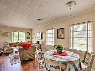 NEW! Quaint Deland Studio Cottage - Walk to Town!