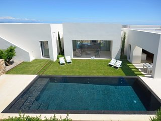 Begur Villa Sleeps 10 with Pool Air Con and WiFi - 5571675