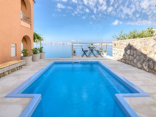 3 bedroom Villa with Air Con, WiFi and Walk to Beach & Shops - 5607786