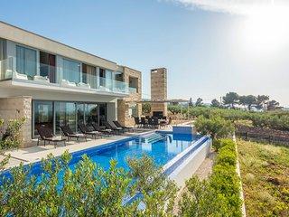 4 bedroom Villa in Splitska, Splitsko-Dalmatinska Zupanija, Croatia : ref 557650