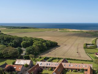 Mellors Holt, Weybourne - Delightful Converted Barn for up to 4 Guests