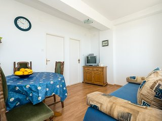 Guesthouse Home Sweet Home - Standard One-Bedroom Apartment with Balcony