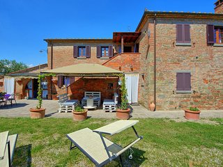 Capazzano Villa Sleeps 10 with Pool Air Con and WiFi
