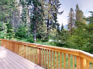 Dog-friendly cabin w/ private hot tub & great location near golf, lake, skiing