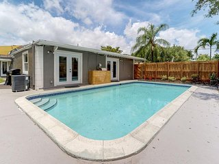 Spacious home with private pool, easy access to sights of Fort Lauderdale!