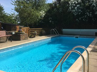 Woodside cabin sleeps 3 with pool