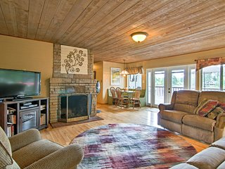 Cozy Mason Lake Cabin w/Deck by Olympic Peninsula!
