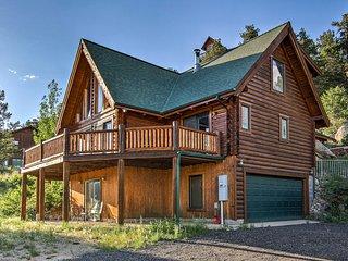 NEW! Estes Park Log Home-Hot Tub, Deck & Mtn Views