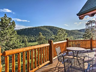 NEW! Estes Park Log Home-Hot Tub, Deck & Mtn Views