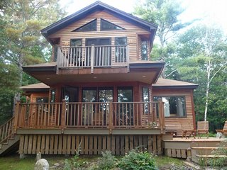 Woodland home w/ deck, balcony & lake view - dogs OK, close to downtown!