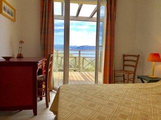 Agence Propriano Location : Grande maison avec jardin, vue sur la mer, située à