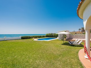 1100 Beachfront 1.line  Villa Marbesa large garden-pool
