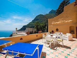 Positano Villa Sleeps 4 with Air Con - 5636226