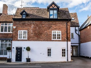 Stylish & Luxurious Henley in Arden apartment, 6 miles to Stratford upon Avon