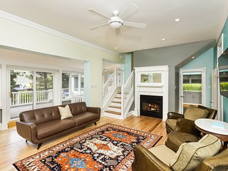 Beautifully Appointed Victorian Home with Contemporary Interior, Near Downtown