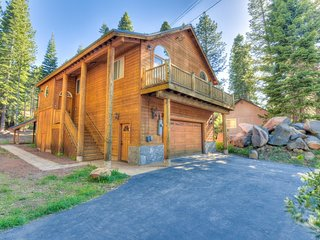 Luxury Prosser Home W/ Hot Tub, BBQ & Large Deck