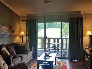 Gorgeous*2 BR*Walk-In*Waterfall & Golf Course Views*WiFi