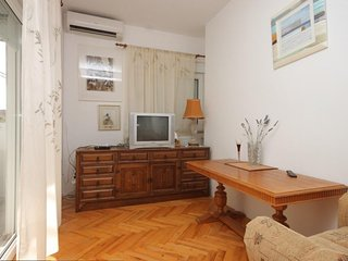 Two bedroom apartment Preko, Ugljan (A-8267-a)