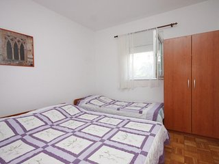 One bedroom apartment Preko, Ugljan (A-8267-c)