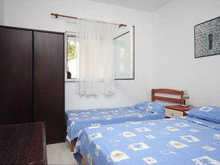 One bedroom apartment Preko, Ugljan (A-8267-d)