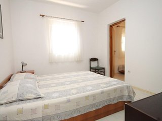 Two bedroom apartment Preko, Ugljan (A-8267-f)