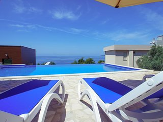 Sveti Stefan Lux Apartment with pool BBQ 2 bedrooms first floor sea views