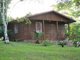 Beautiful Log Cab-inn with All amenities.A/C, Wifi, Pool, restaurant and staff.