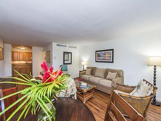 Eldorado K102 Breath Taking Sunsets ,Ground Floor, Walk to Kaanapali Beach