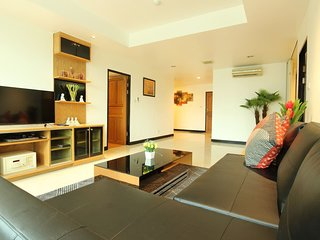Bangkok Centrally business, 2 BR, Spacious 140 Sqm. BTS 5 Min