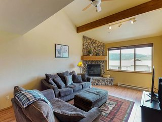 NEW LISTING! Charming and bright townhome with free WiFi, 10 minutes to skiing!
