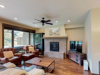 NEW LISTING! Stylish & inviting townhome w/private hot tub-close to golf, skiing