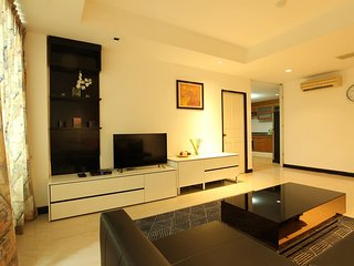 Spacious 2 BR. 140 Sqm. Central Located 5 mins BTS