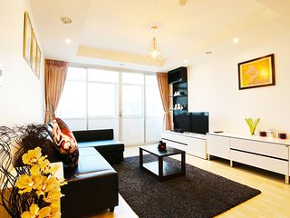 5 Mins BTS,SPACIOUS, 2 BR, 140 Sqm.Central Located