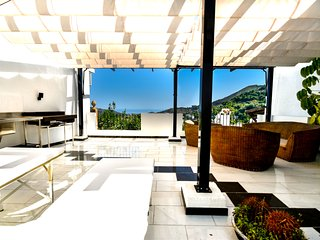 Modern house with amazing views in prime location