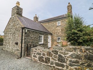 TY BWLCYN, Grade II listed, open-plan, Pwllheli