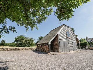 THE BARN AT ROSE COTTAGE, open-plan, countryside views, walks from the doorstep,
