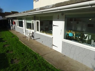 1 BROOK COTTAGES, Scandinavian-style, countryside views, Salcombe 4 miles, Ref 9