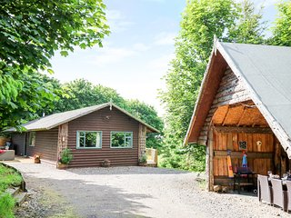 POND FARM WOODLANDS, hot tub and sauna, near Ugthorpe