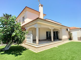 Villa with private pool, free wifi, garden